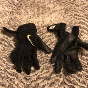 Small women's softball gloves